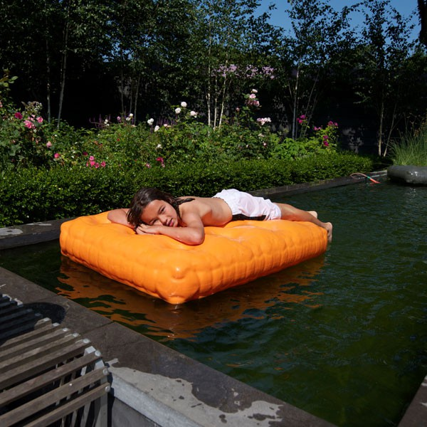 Pouf matelas mattrass jardinchic for Matelas de piscine