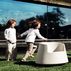 fauteuil-pour-enfants-roulette-vondom-jardinchic3