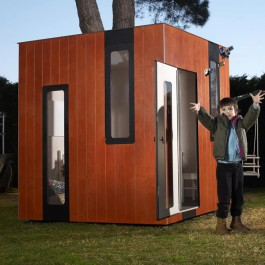 Cabane Hobikken Junior SmartPlayhouse vue d'ensemble extérieurJardinChic