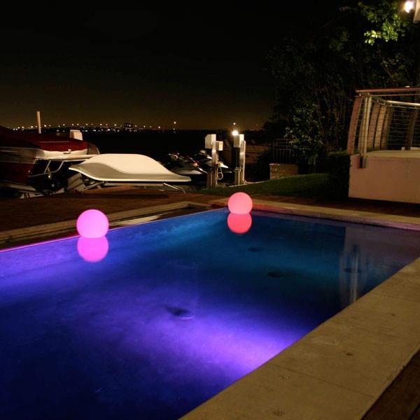 Boule lumineuse ball jardinchic for Piscine a boule en mousse