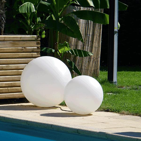 boule lumineuse mono couleur avec fil jardinchic. Black Bedroom Furniture Sets. Home Design Ideas
