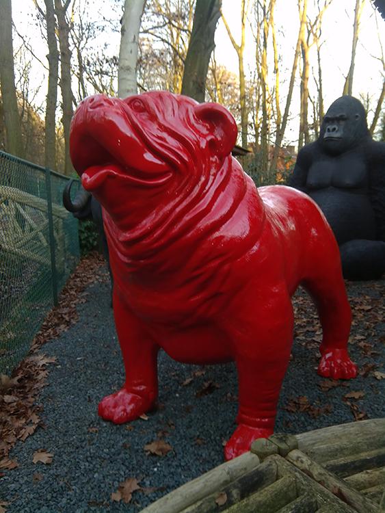 statue bulldog anglais xxl rouge laqu jardinchic. Black Bedroom Furniture Sets. Home Design Ideas