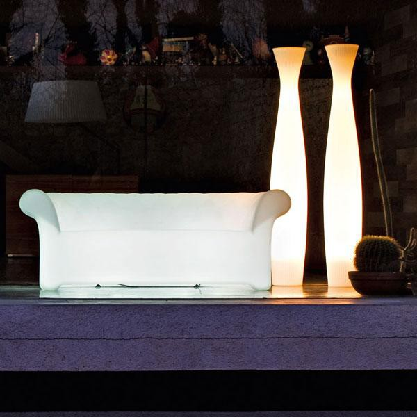 Canapé Sirchester Version lumineuse Ambiance Nuit Serralunga JardinChic