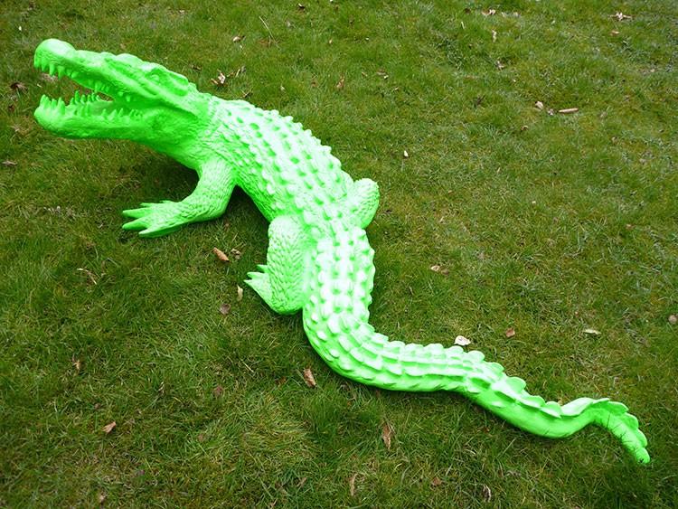 statue crocodile laqu jardinchic. Black Bedroom Furniture Sets. Home Design Ideas