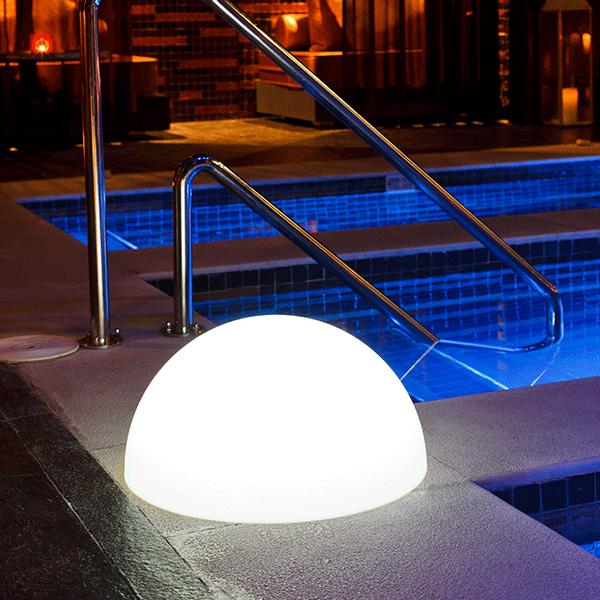 Boule lumineuse demi jardinchic for Eclairage exterieur boule lumineuse