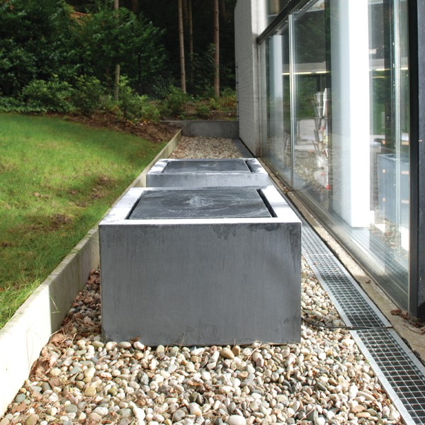 fontaine zinc cubique jardinchic. Black Bedroom Furniture Sets. Home Design Ideas