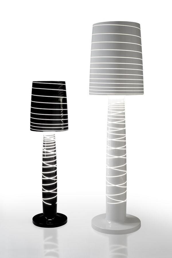 lampadaire noir et blanc