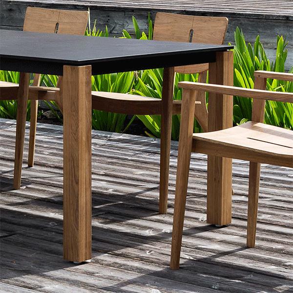 table repas machar pieds teck plateau hpl jardinchic. Black Bedroom Furniture Sets. Home Design Ideas