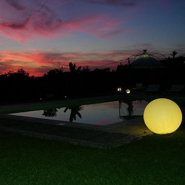 Boule lumineuse ampoule led rvb avec fil jardinchic for Boules lumineuses piscine