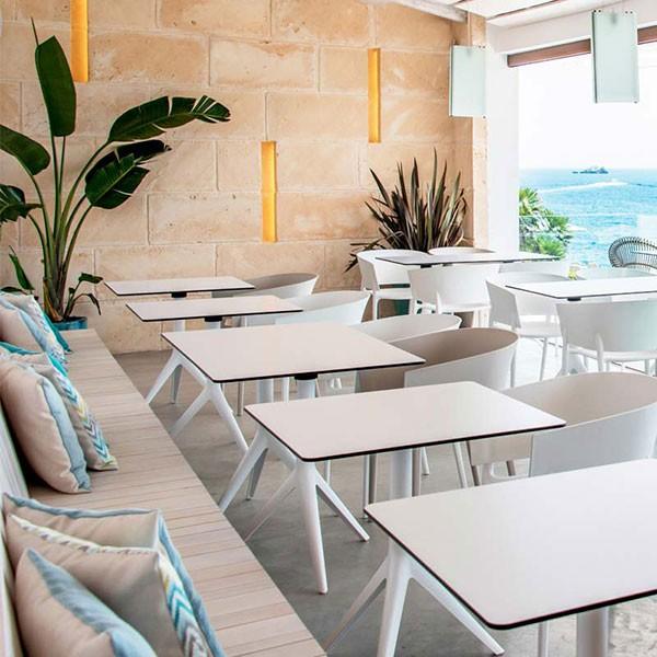 Table avec plateau hpl h73cm mari sol jardinchic for Table exterieur hpl